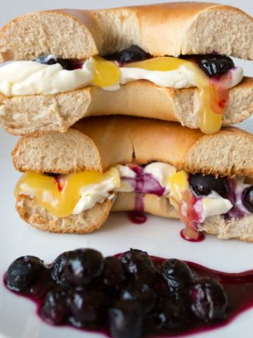 Blueberry Lemon Cheesecake Bagel - day 3 of my five day 'Sweet Toasties' series to brighten up your holiday breakfast.