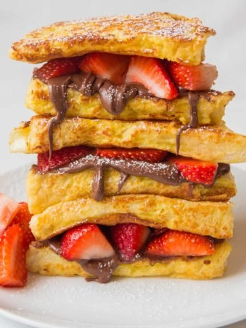 Strawberry Nutella Toastie - day 5 of my five day 'Sweet Toasties' series to brighten up your holiday breakfast.