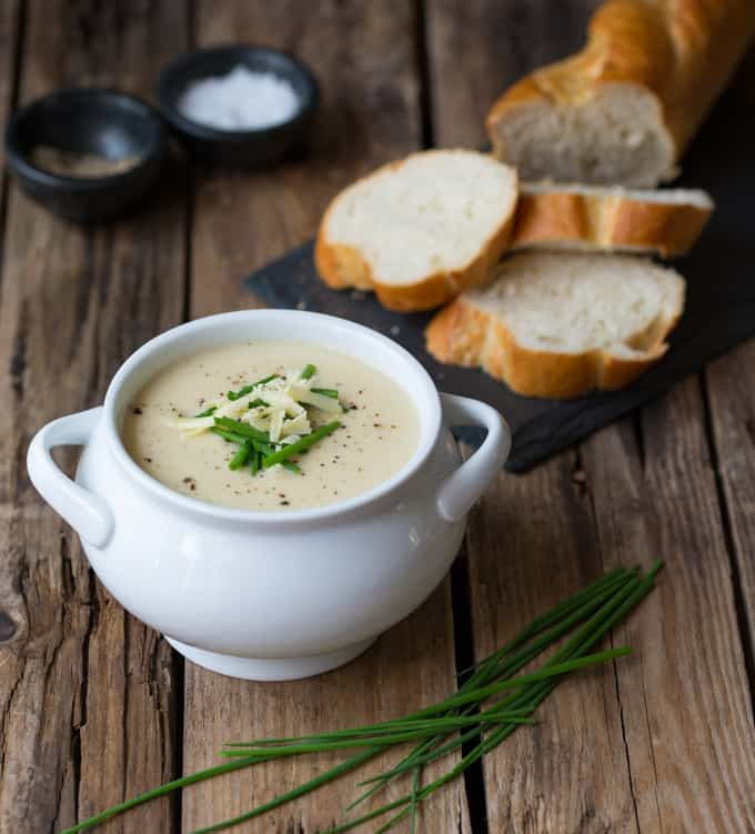 Creamy Cauliflower soup - 7 ingredients (excluding salt & pepper) and 25 minutes to the best cauliflower soup you'll ever eat.