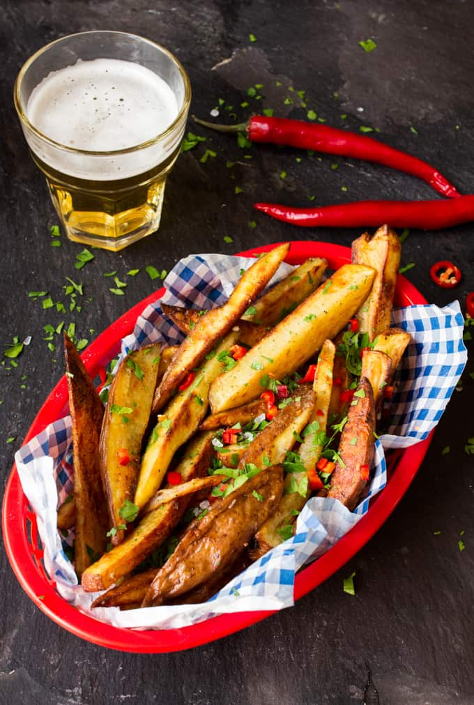 Spicy, garlicky, salty and crunchy - these garlic & chilli oven-baked fries are amazing!