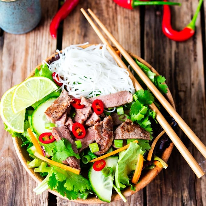 Crisp salad with noodles, tender steak and a spicy dressing - only 270 calories!