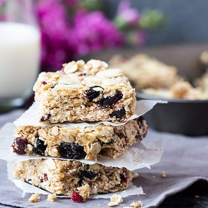 These easy no-bake granola bars come together in minutes and the almond-y berry bakewell flavour is so addictive!