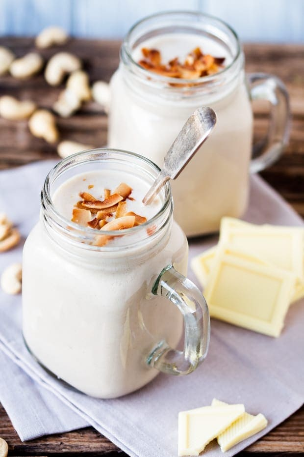White Chocolate Coconut Cashew Hot Smoothie - A touch of white chocolate with creamy cashews, coconut milk and a few other nutritious goodies make this HOT smoothie a lovely, warming winter breakfast.