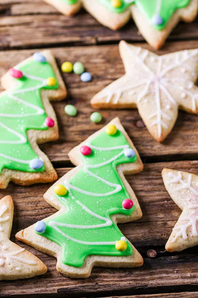 Sugar Cookies with Easy Icing. How to make christmas sugar cookies with simple icing.