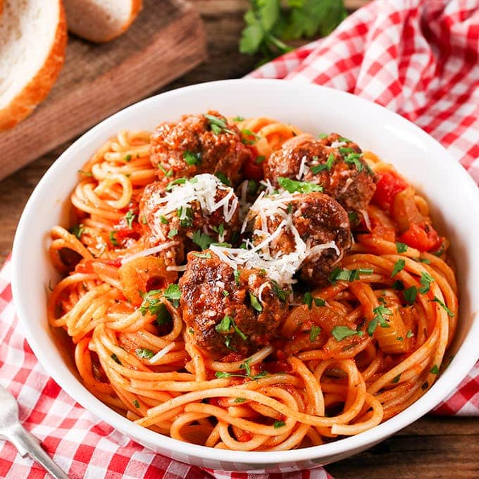 Meatballs and spaghetti cooked together in one pan – less washing up yay!