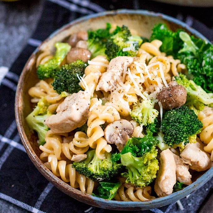 One Pot Chicken And Broccoli Pasta Nicky S Kitchen Sanctuary