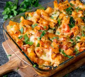 https://www.kitchensanctuary.com/wp-content/uploads/2017/01/Pasta-bake-with-chicken-and-bacon-square-FS-300x300-1-300x270.jpg