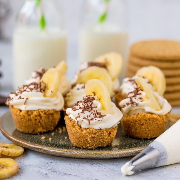 These little Salted Caramel Banoffee Bites are totally moreish! Serve as an appetiser, dessert or a bite-size treat for the kids! Easily made gluten free.