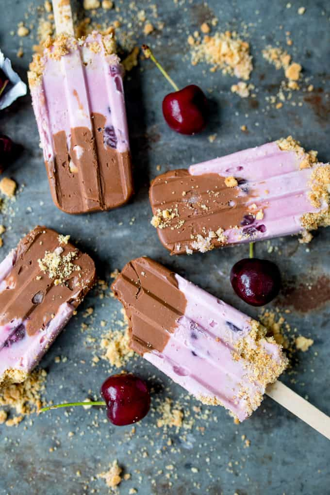 Chocolate Cherry Cheesecake Ice Lollies - rich chocolate with easy cherry cheesecake and crumbly cookie base - these popsicles are a real treat!