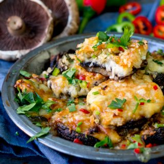 Cheesy Garlic and Chilli Stuffed Mushrooms