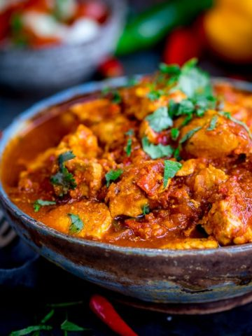 This Healthier Slow Cooked Spicy Chicken Rogan Josh is just the thing when you're trying to be good. Syn free on Slimming world! Gluten free too.