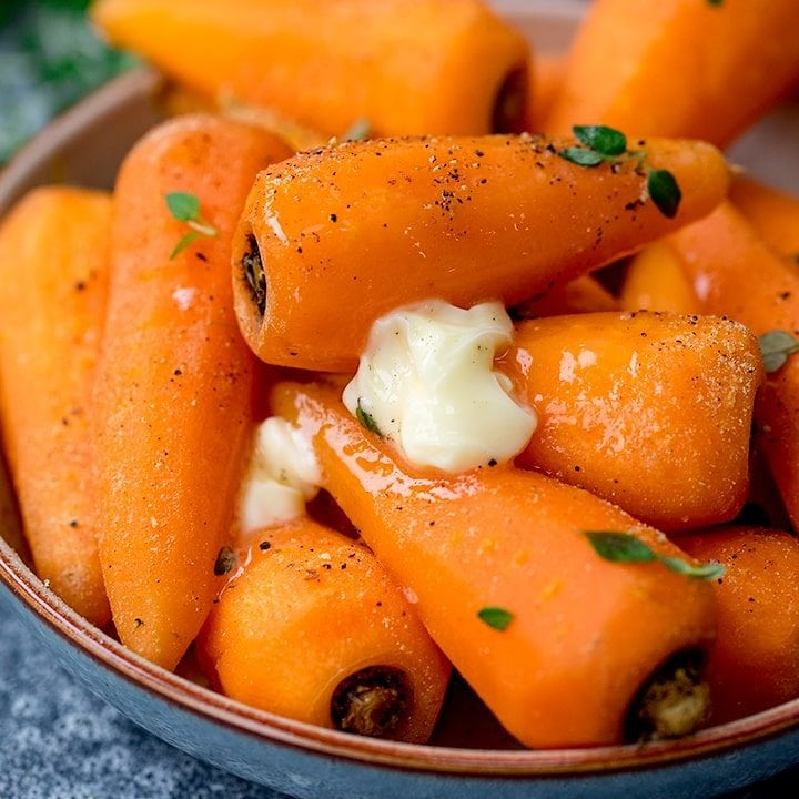 Steamed carrots with black pepper